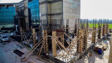صورة استمرار عملية التطوير و البناء في كلية الحلة الجامعة