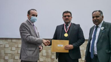 صورة تكريم كلية الحلة الجامعة في مهرجان الابداع/بابل