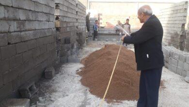 صورة السيد المعاون الاداري الاستاذ الدكتور حسوني هاشم المحترم يشرف بنفسه على اعمال بناء قاعات دراسية لبناية الصويرة