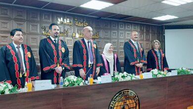 صورة الاستاذ المساعد الدكتور عدي فالح حسين يمثل كلية الامام الكاظم (ع) في مناقشة أطروحة دكتوراه في كلية العلوم السياسية جامعة بغداد.