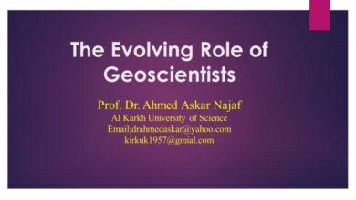 صورة تدريسي في جامعة الكرخ للعلوم يلقي محاضرة في مركز أكاديمية العراق للطاقة