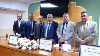 صورة الاستاذ الدكتور شفيق شاكر شفيق رئيسا للجنة مناقشة الماجستير في جامعة الانبار