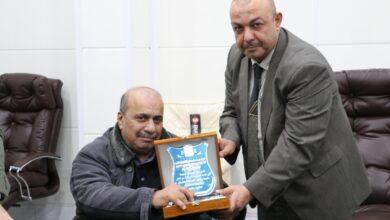 صورة الفريق الوزاري يؤكد ان جامعة العين بحركتها العلمية ضمن الجامعات المتطورة علميا