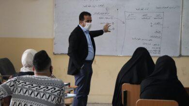 صورة استمرار إلقاء المحاضرات التطبيقية للطلبة مع الإلتزام الصحي والوقائي.