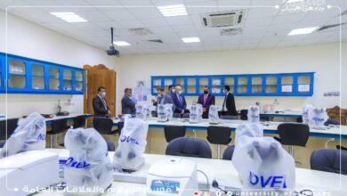 صورة جامعةُ العميد تستقبل وفداً وزارياً للإطلاع على كلياتها ومختبراتها التعليمية ونُظم واستراتيجيات التعليم فيها