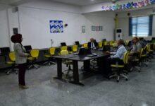 صورة لجنة الاختبار في الكوت الجامعة تمنح عددا من حملة الشهادات صلاحية التدريس اليوم .