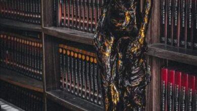 صورة معرض للنحت على هامش معرض الكوت الدولي الأول .