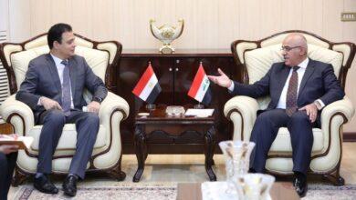 صورة وزير التعليم يستقبل السفير المصري ويدعو الى افتتاح ملحقية ثقافية في القاهرة