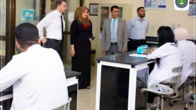 صورة زيارة عمادة كلية الرشيد الجامعة الى قسم الصيدلة