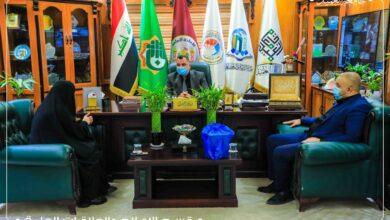 صورة السيد رئيس جامعة العميد يجري مقابلاته الاسبوعية مع الملاكات الوظيفية في الجامعة للإستماع إلى طلباتهم
