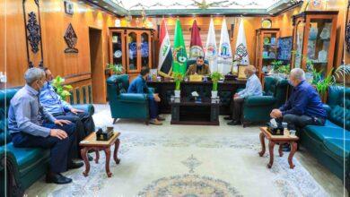 صورة رئيس جامعة العميد يلتقي بالموظفين للإستماع إلى آرائهم واحتياجاتهم ووضع الحلول الناجعة للمعوقات