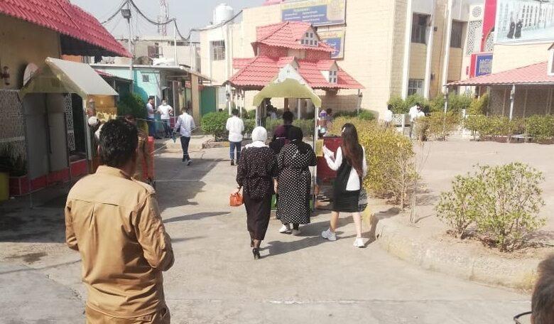 صورة التشديد على الإجراءات الوقائية و الصحية بالتزامن مع الامتحانات النهائية الحضورية في كلية شط العرب الجامعة