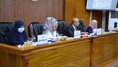 صورة رئيس جامعة العين رئيس لجنة مناقشة رسالة ماجستير في جامعة بغداد