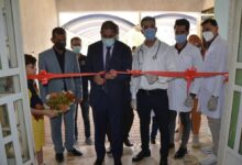 صورة رئيس جامعة القادسية يفتتح منفذاً لتطعيم اللقاح في كلية العلوم بجامعة القادسية