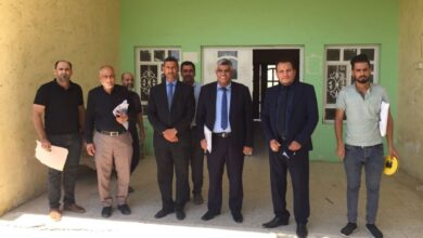 صورة زيارة اللجنة المكلفة باستحداث كلية التربية الاساسية في قضاء عفك